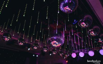 Detalle de iluminación violeta.